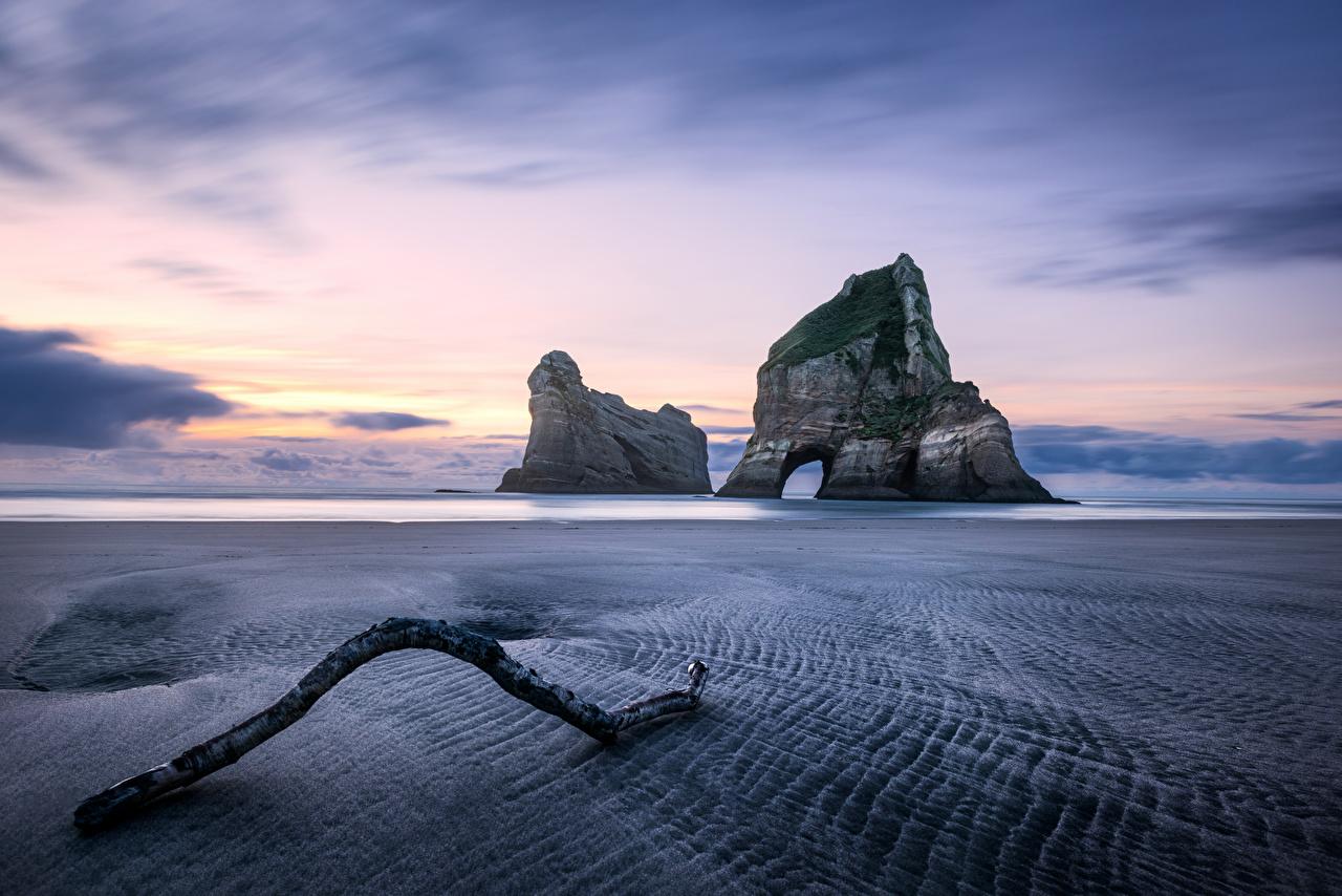Фотографии Новая Зеландия Wharariki Beach Пляж скалы Природа Рассветы и закаты берег пляжа пляже пляжи Утес скале Скала рассвет и закат Побережье