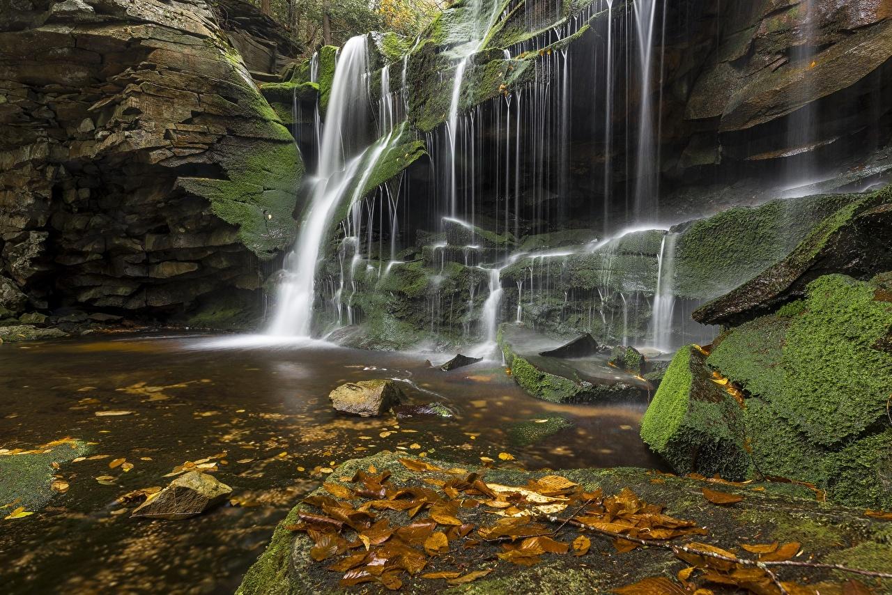 Картинки Скала осенние Природа Водопады Камни Утес Осень скале скалы Камень