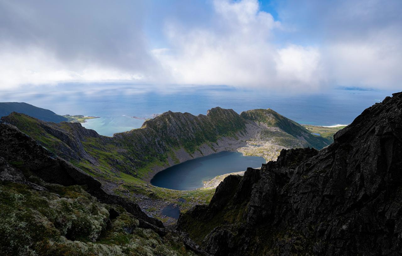 Картинки Лофотенские острова Норвегия Trolldalsvatnet Горы Природа Озеро облачно гора Облака облако
