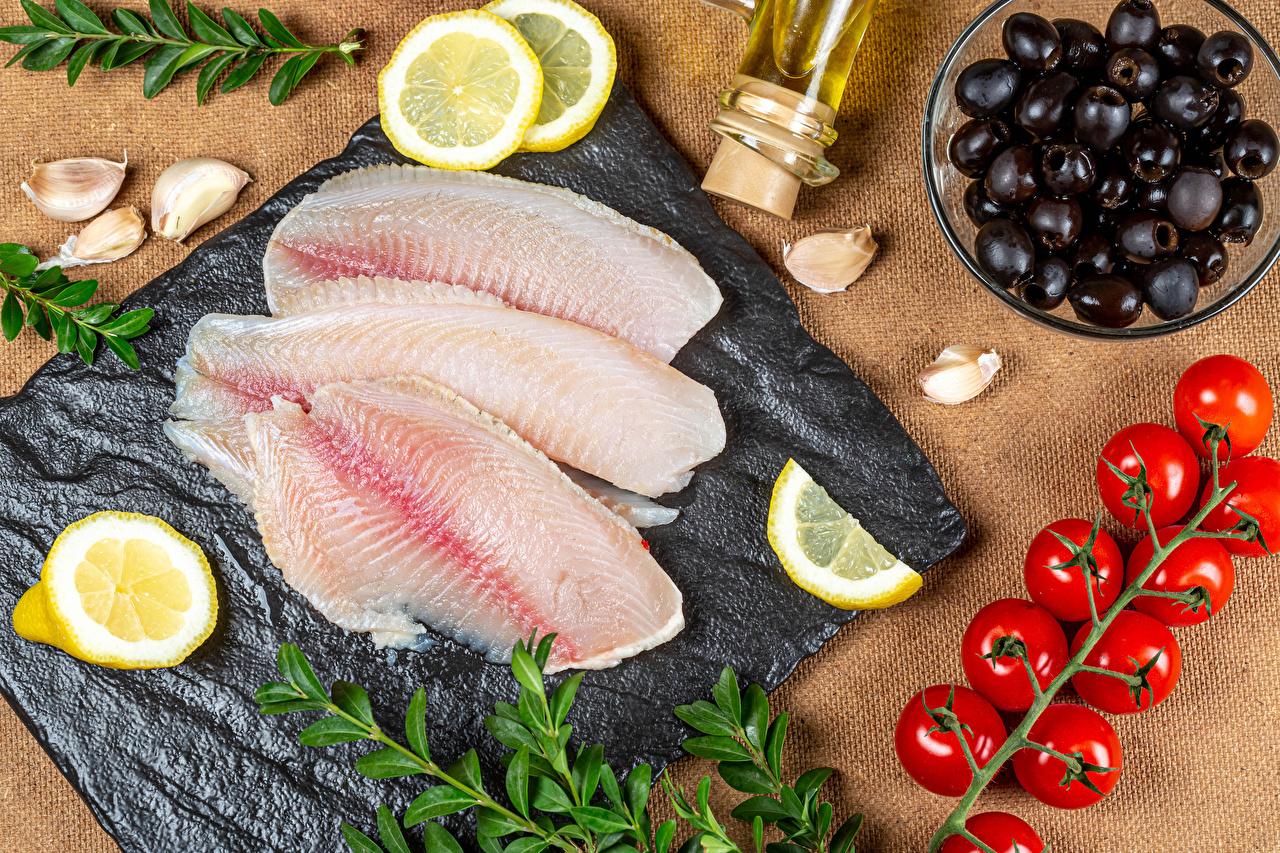 Фото Томаты Оливки Рыба Лимоны Чеснок Пища Помидоры Еда Продукты питания