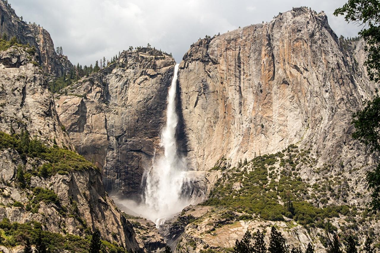 Фото Йосемити Калифорния США Sierra Nevada, Yosemite Falls Горы скалы Природа Водопады Парки калифорнии штаты Утес Скала скале
