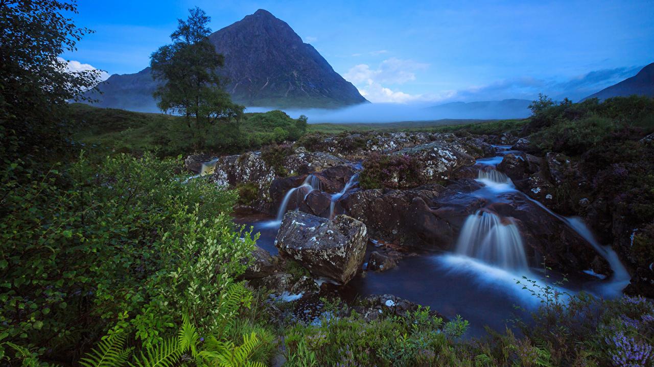 Фотографии Шотландия Туман Утес ручеек Природа Водопады Пейзаж Камни тумана тумане Ручей скалы скале Скала Камень