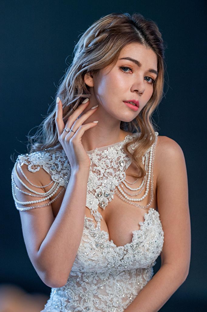 Обои для рабочего стола невесты девушка Азиаты Руки смотрят платья  для мобильного телефона Невеста Девушки молодая женщина молодые женщины азиатки азиатка рука Взгляд смотрит Платье