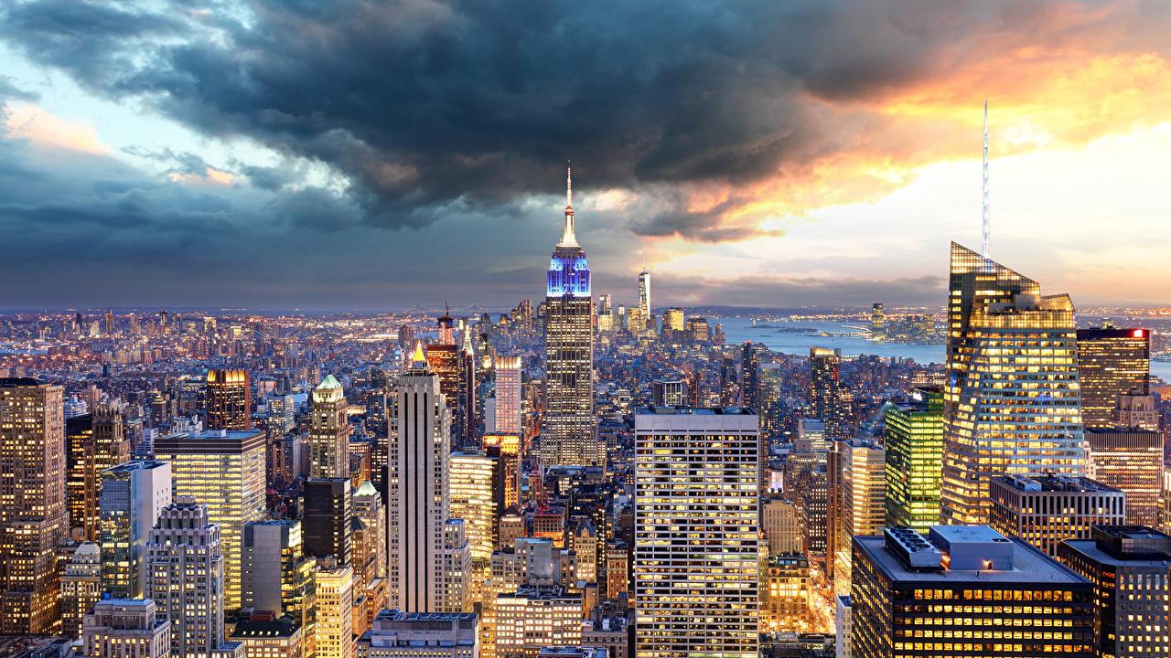 Обои для рабочего стола Нью-Йорк Манхэттен США Мегаполис Небоскребы Дома Города Облака штаты америка мегаполиса город облако Здания облачно