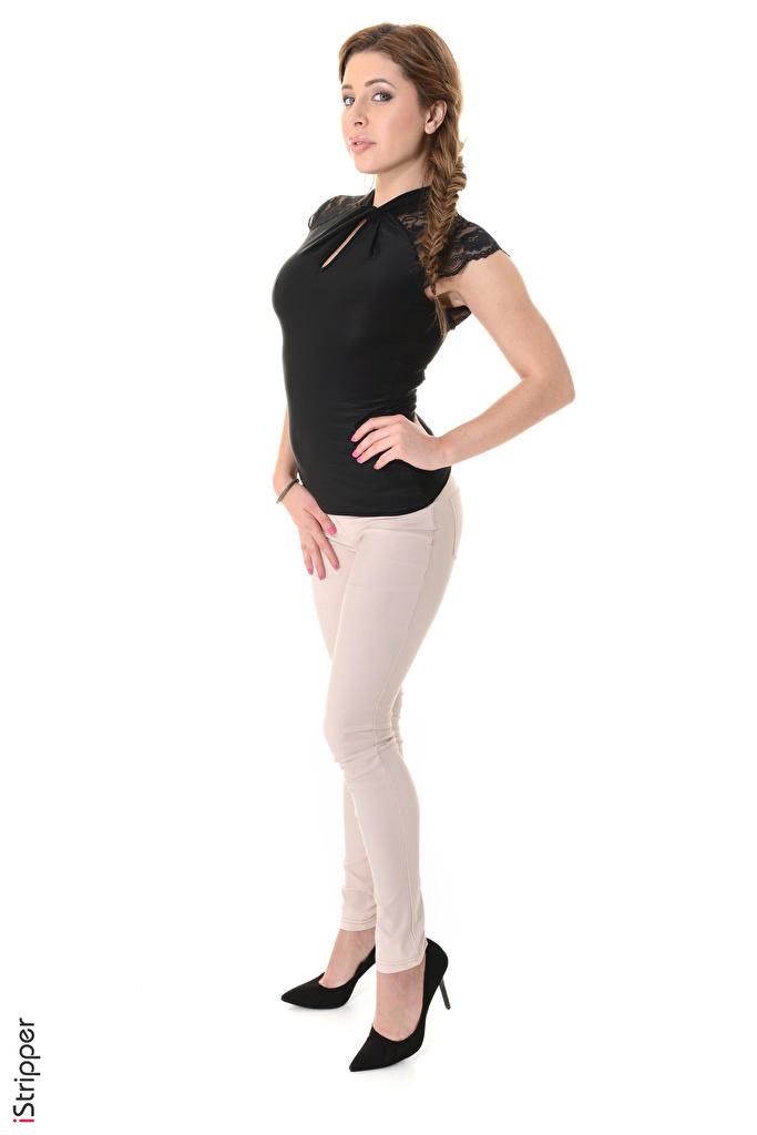 Фото Ally Breelsen шатенки косы iStripper Поза молодые женщины ног рука белым фоном  для мобильного телефона Шатенка Коса косички позирует девушка Девушки молодая женщина Ноги Руки Белый фон белом фоне