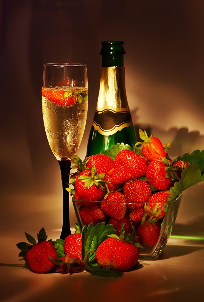 Фото Игристое вино Клубника Еда бокал Бутылка Шампанское Пища Бокалы бутылки Продукты питания