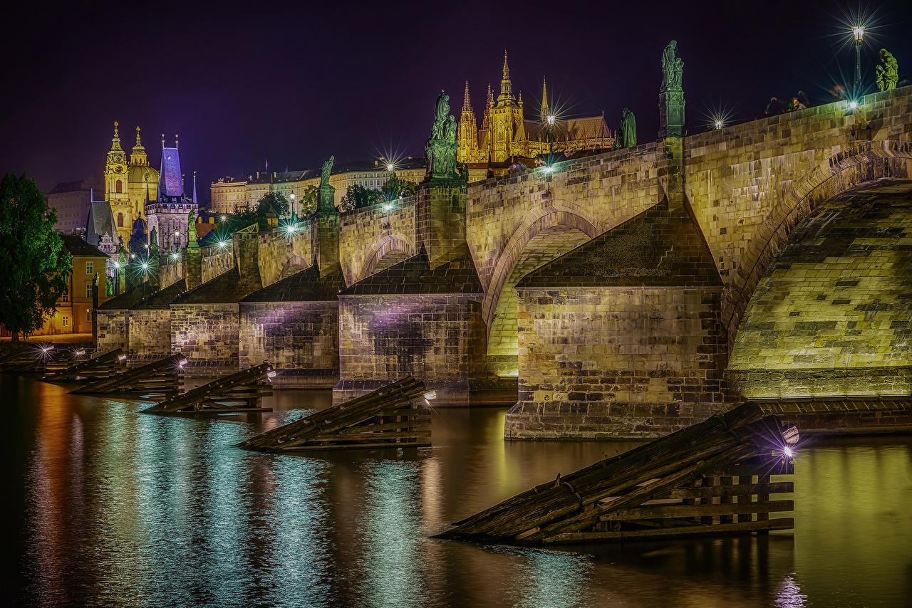 Фотографии Прага Чехия Holy Stone Bridge Мосты река Ночь Уличные фонари Города Здания мост Реки ночью речка в ночи Ночные Дома город