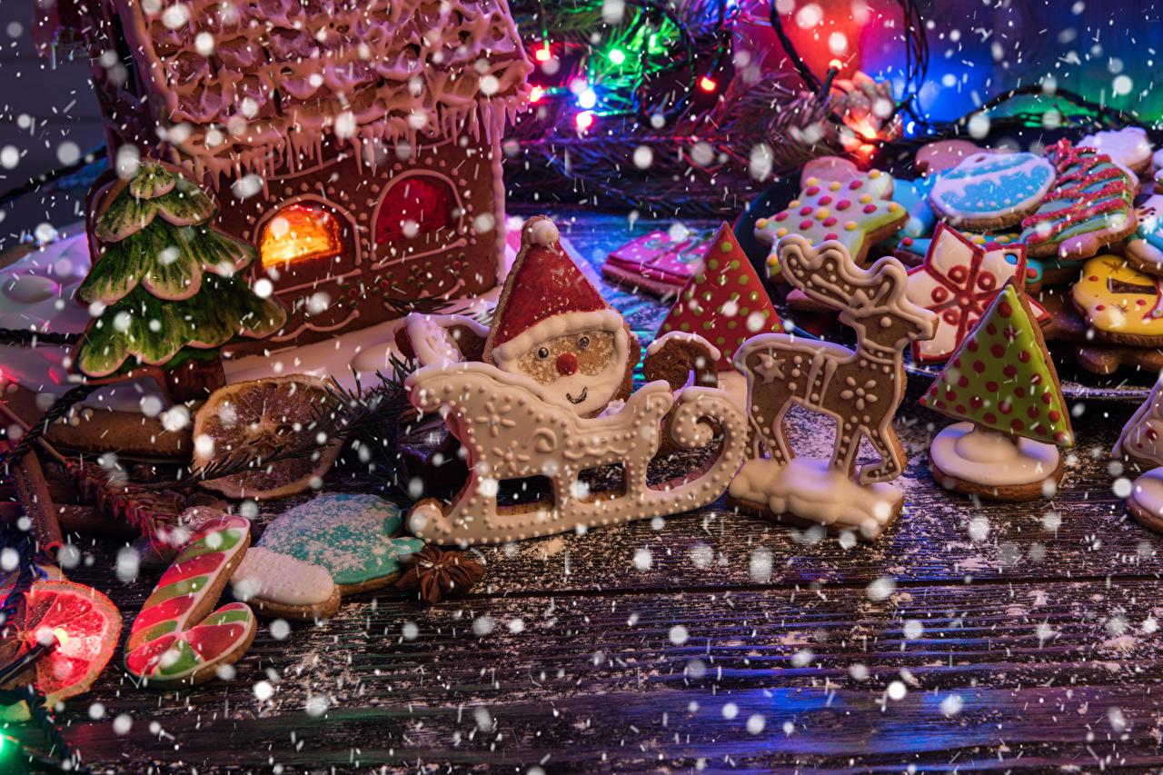 Фотографии Олени Рождество Сани Дед Мороз Еда Печенье Дома Доски дизайна Новый год Санки санях санках Санта-Клаус Пища Продукты питания Здания Дизайн
