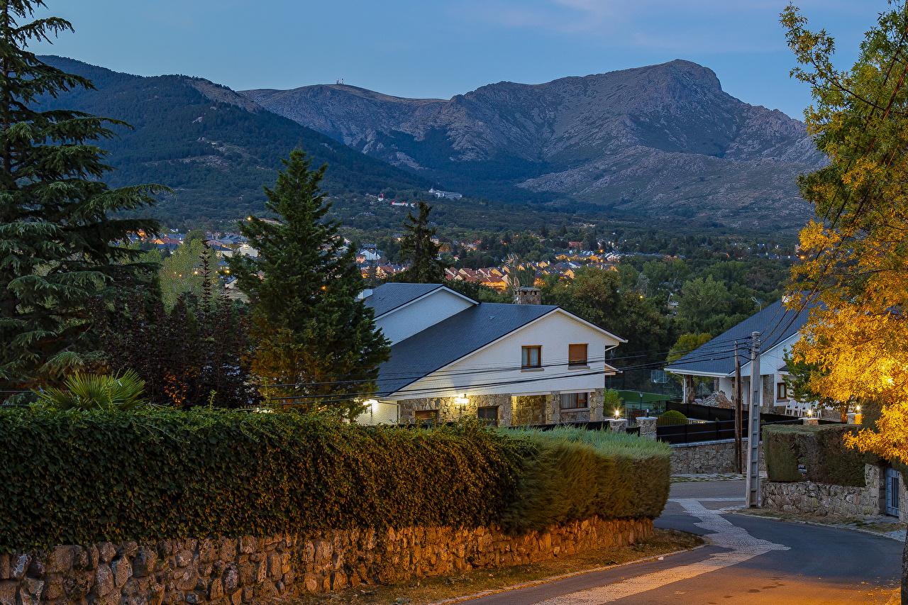 Фотографии Испания Navacerrada Горы ограда Вечер Здания Города гора Забор забора забором Дома город