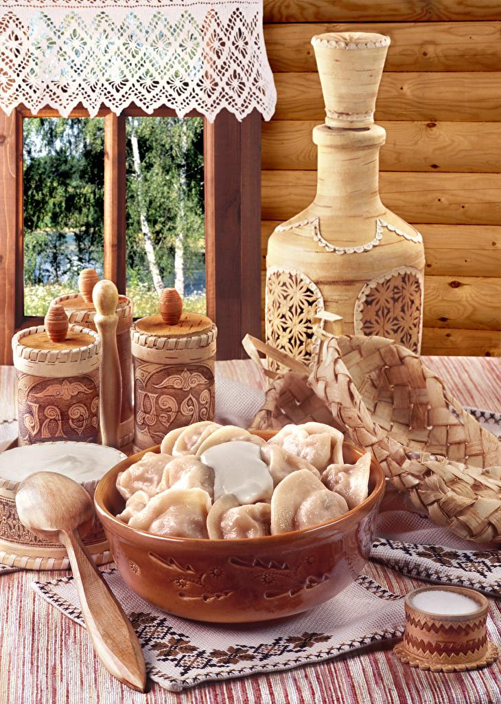 Картинка Сметана Пельмени Кувшин Еда окна из дерева Натюрморт кувшины Пища Окно Деревянный Продукты питания