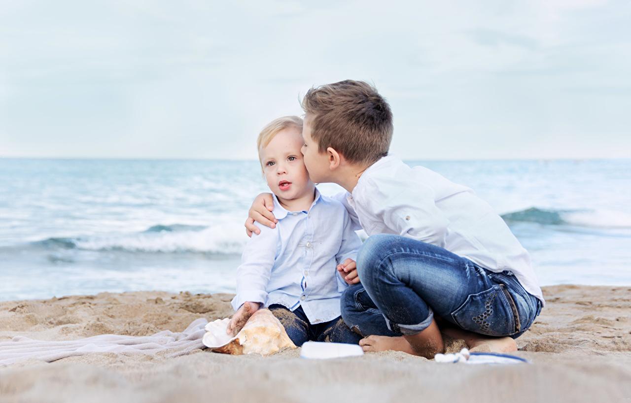 Фотография Мальчики Пляж Ребёнок Двое Дети 2 вдвоем