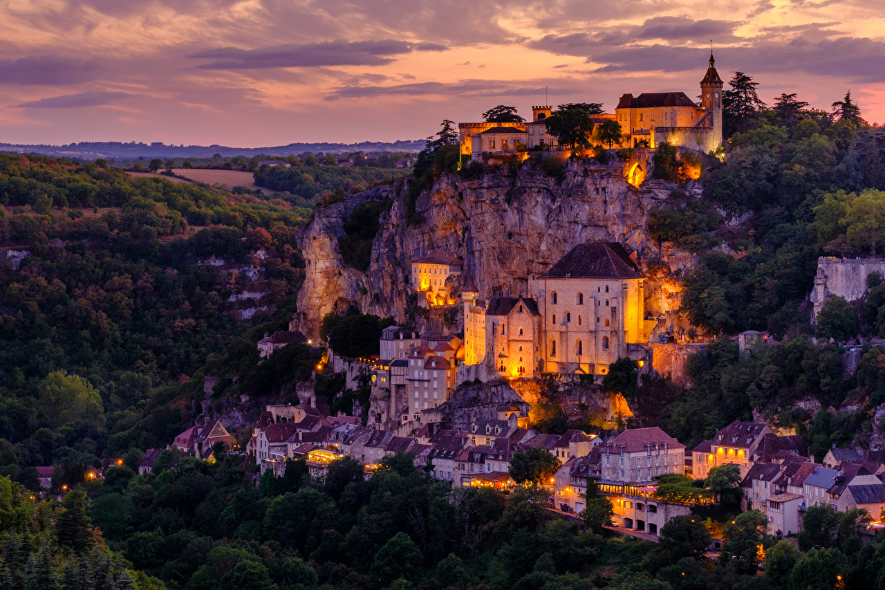 Картинки Франция Rocamadour Утес Вечер Дома Города Скала скале скалы город Здания