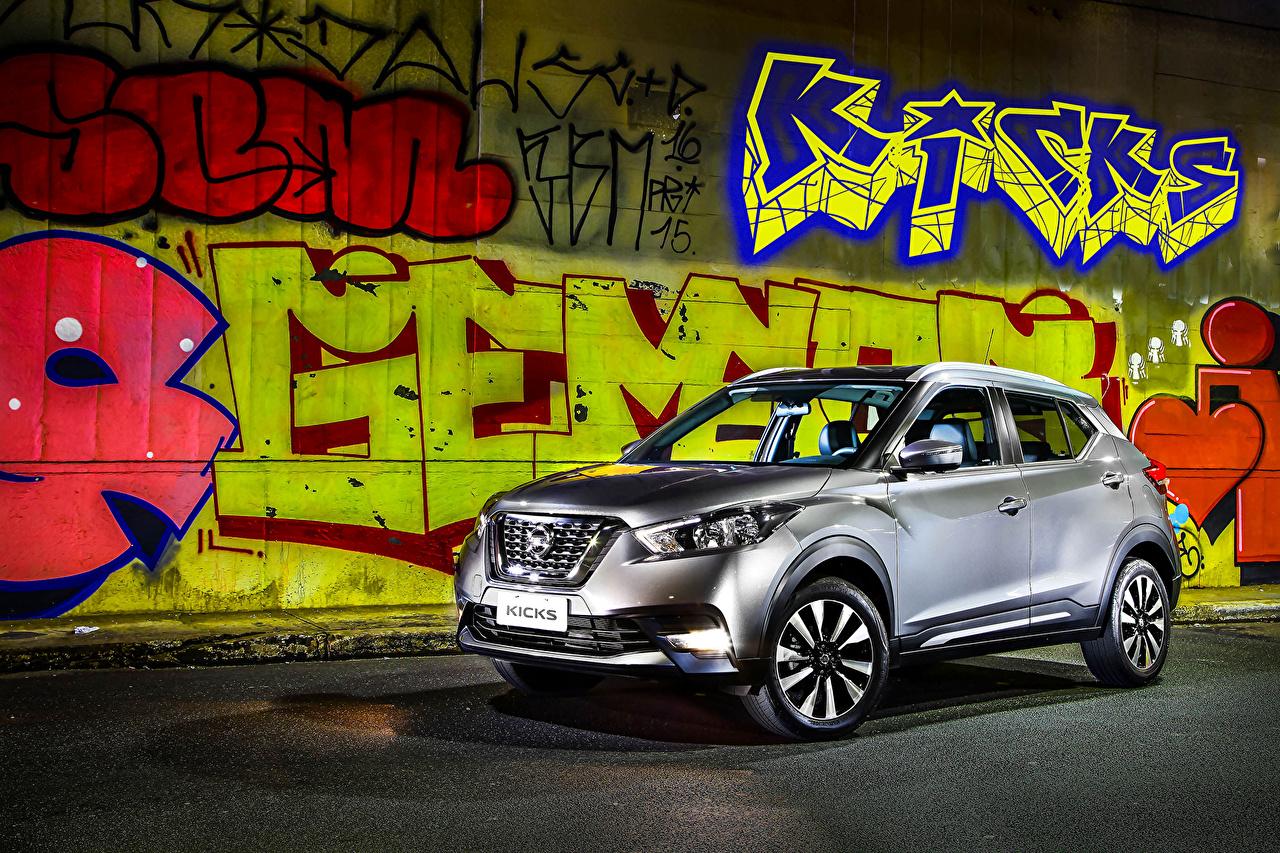 Фотографии Ниссан 2016 Kicks Серебристый Граффити машины Nissan серебряный серебряная серебристая авто машина автомобиль Автомобили