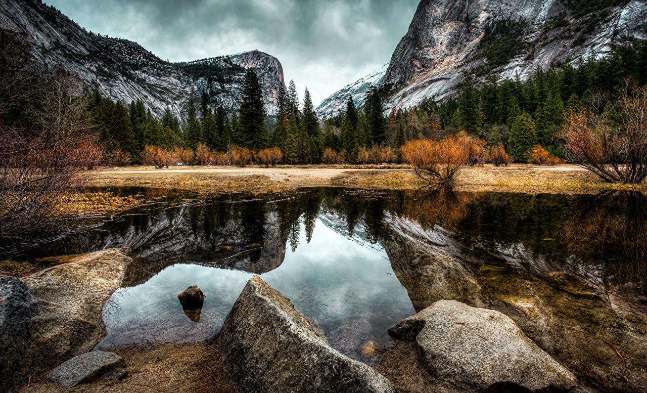 Картинки Йосемити Калифорния США гора Осень Природа парк Леса Озеро Пейзаж Камни калифорнии штаты Горы осенние лес Парки Камень