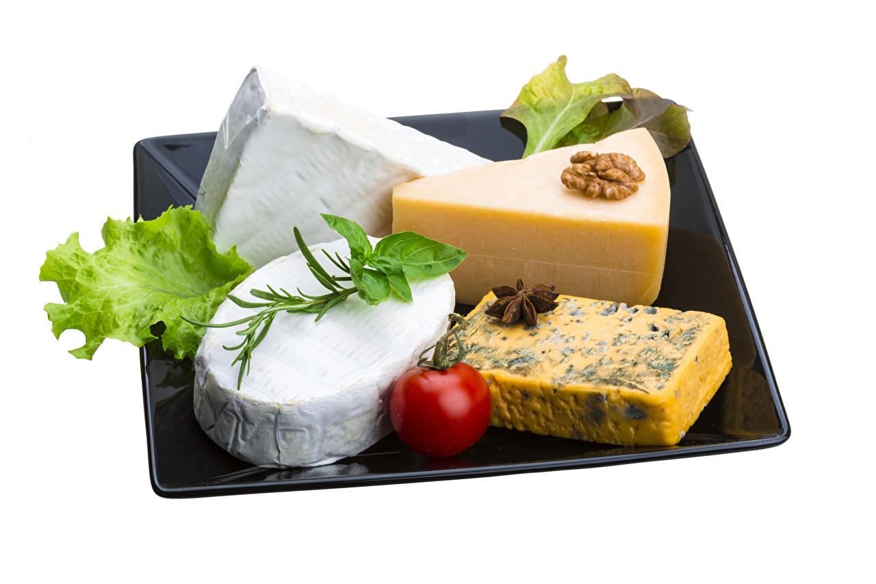Фото Помидоры Сыры Пища Овощи Орехи Белый фон Томаты Еда Продукты питания