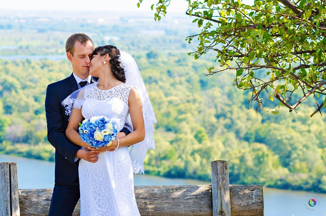 Обои Жених Невеста Свадьба Мужчины Влюбленные пары Букеты Двое Девушки любовники 2 вдвоем