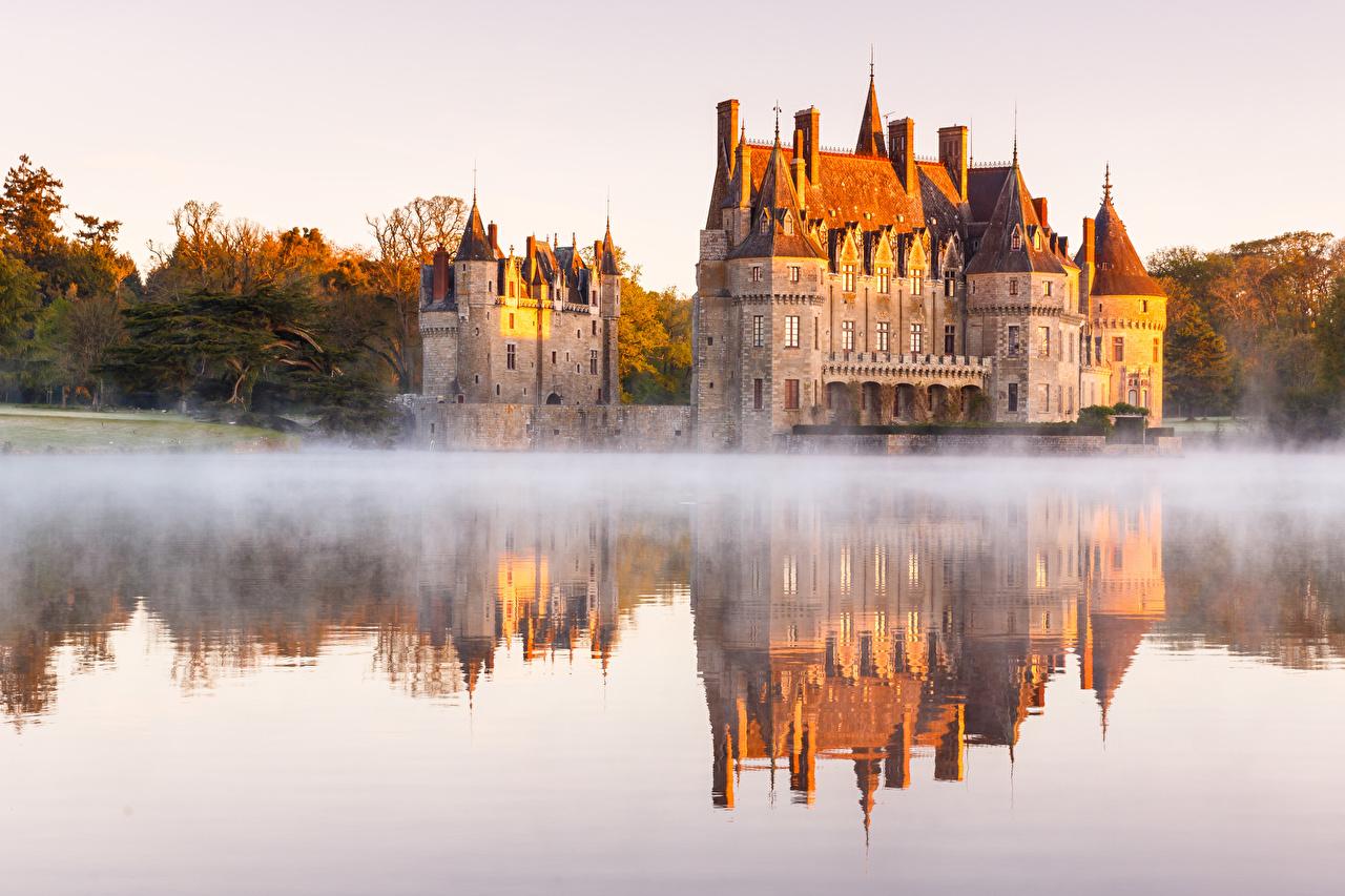 Фотографии Франция Памятники Azay-le-Rideau Castle, Endr river тумане Замки Утро отражается город Туман тумана замок отражении Отражение Города