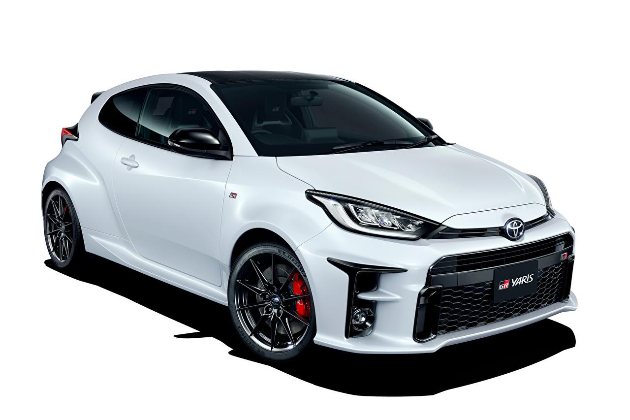Картинки Toyota GR Yaris RZ High Performance, JP-spec, 2020 белые авто Металлик белым фоном Тойота белая Белый белых машина машины Автомобили автомобиль Белый фон белом фоне