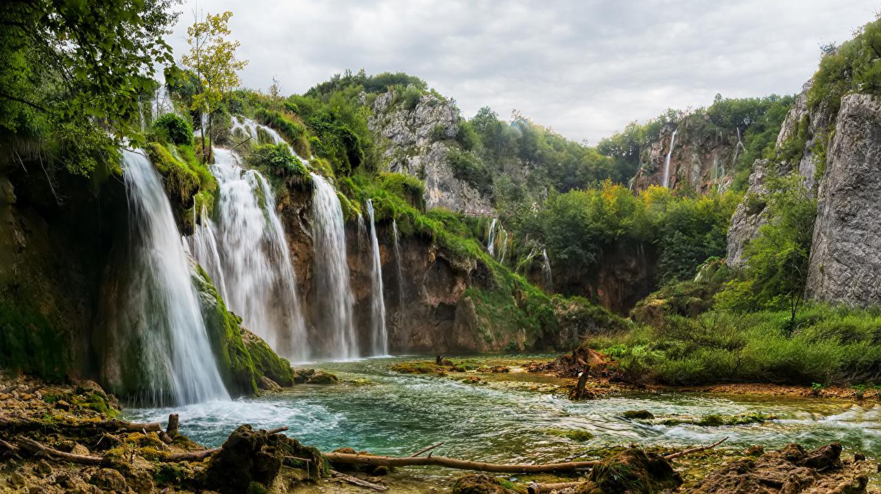 Фото Хорватия Plitvice Lakes Скала Природа Водопады Парки кустов Утес скалы скале парк Кусты
