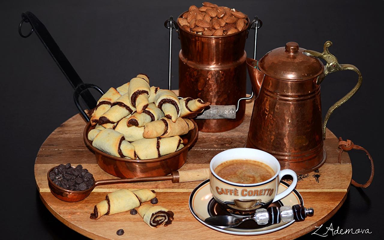 Обои для рабочего стола Кофе чашке Печенье Продукты питания Орехи Выпечка Еда Пища Чашка