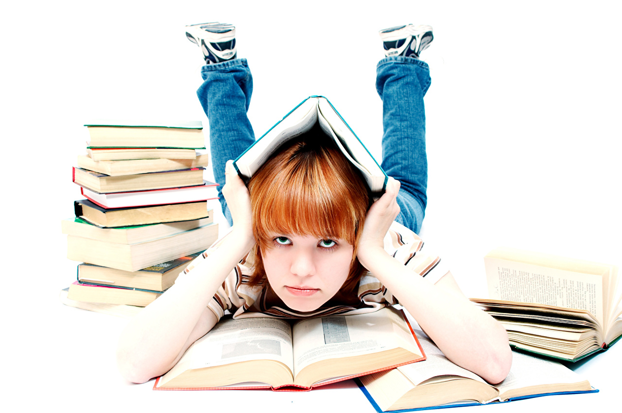 Обои Девочки Школа Дети Руки Книга Взгляд Белый фон школьные Ребёнок смотрит