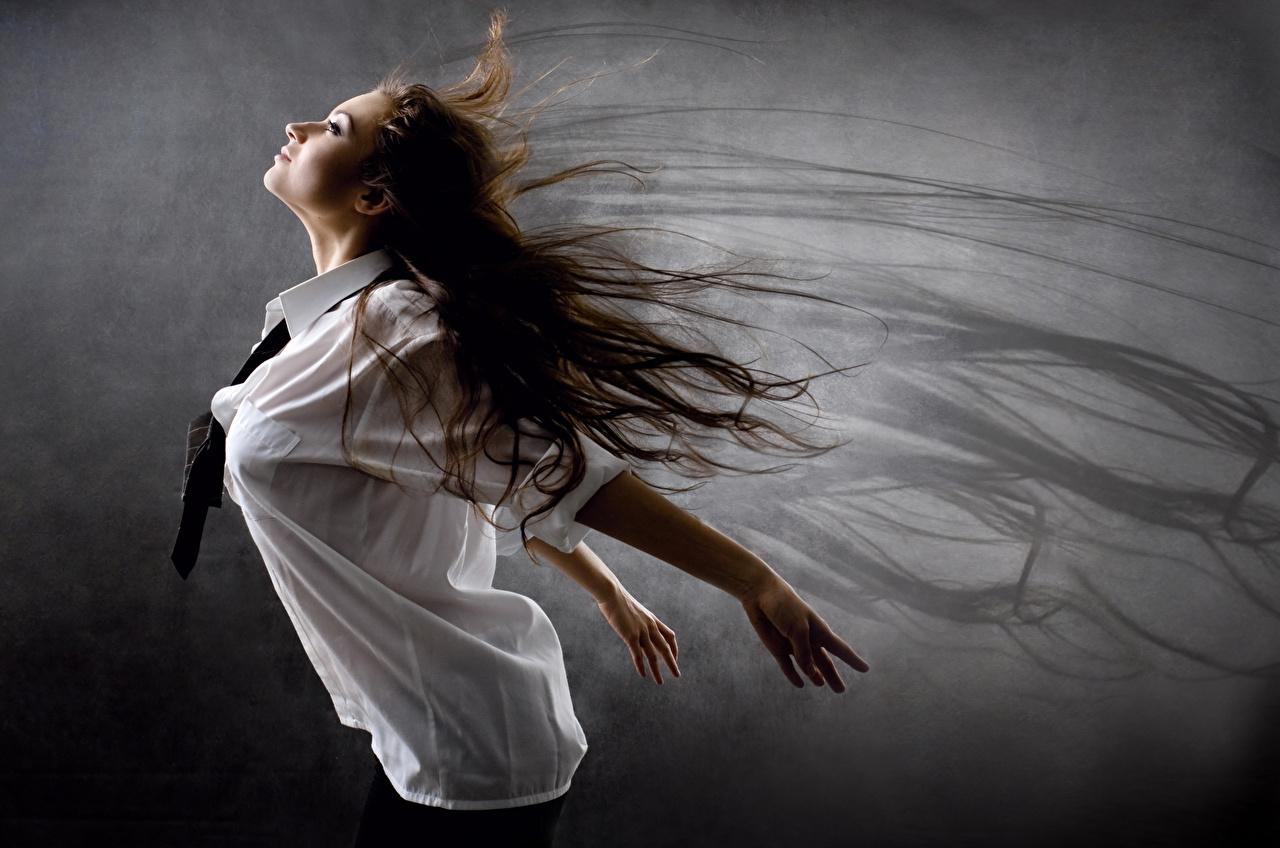 Фото шатенки волос девушка Рубашка рука Шатенка Волосы рубашки Девушки рубашке молодые женщины молодая женщина Руки