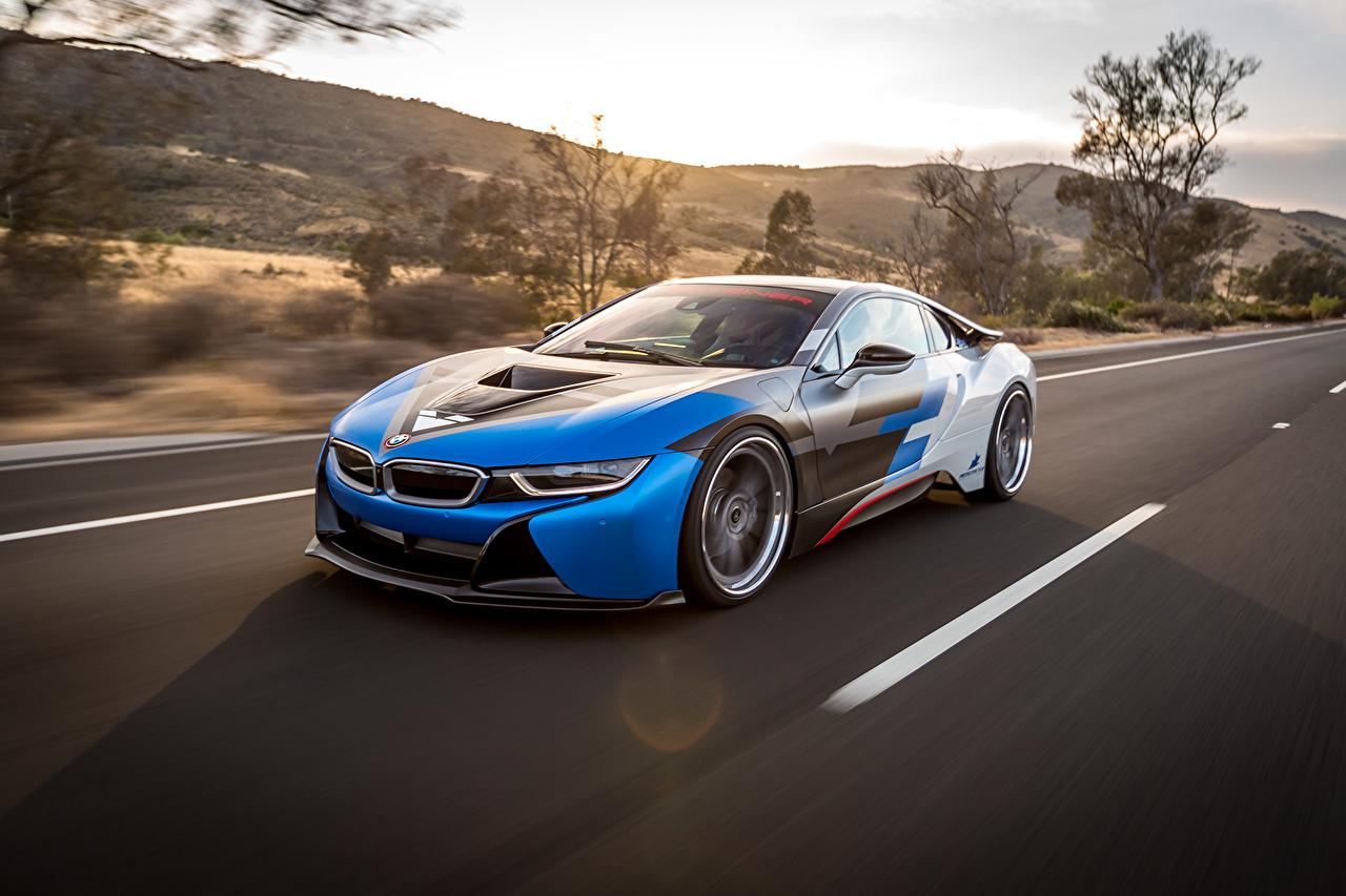 Фотографии BMW i8 едет Автомобили БМВ едущий едущая скорость Движение авто машина машины автомобиль