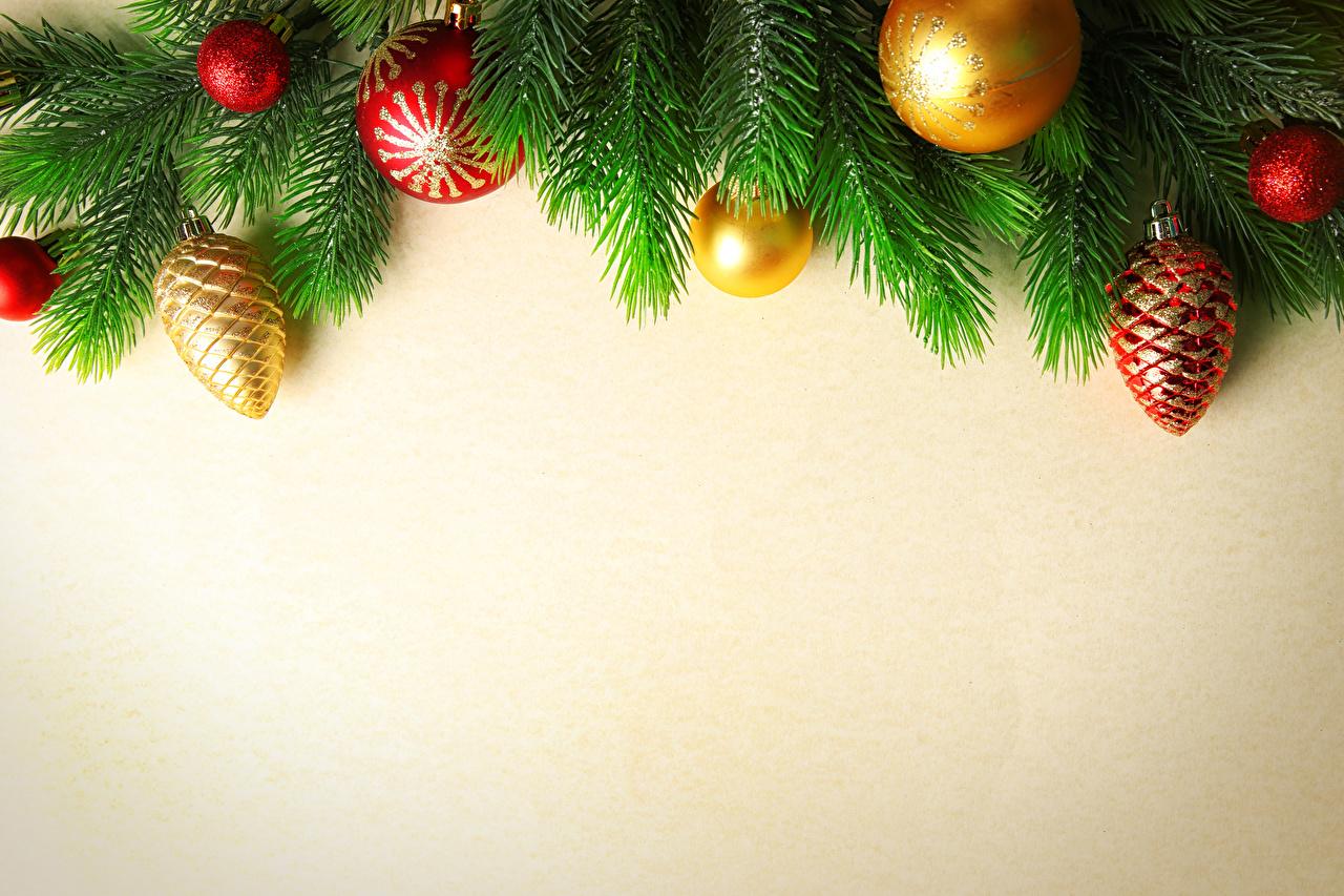Картинка Новый год Шар ветвь Цветной фон Рождество Ветки Шарики