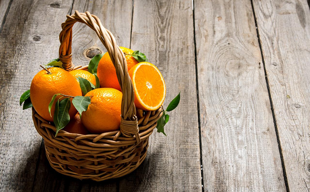 Обои для рабочего стола Апельсин Корзина Еда Цитрусовые Доски корзины Корзинка Пища Продукты питания