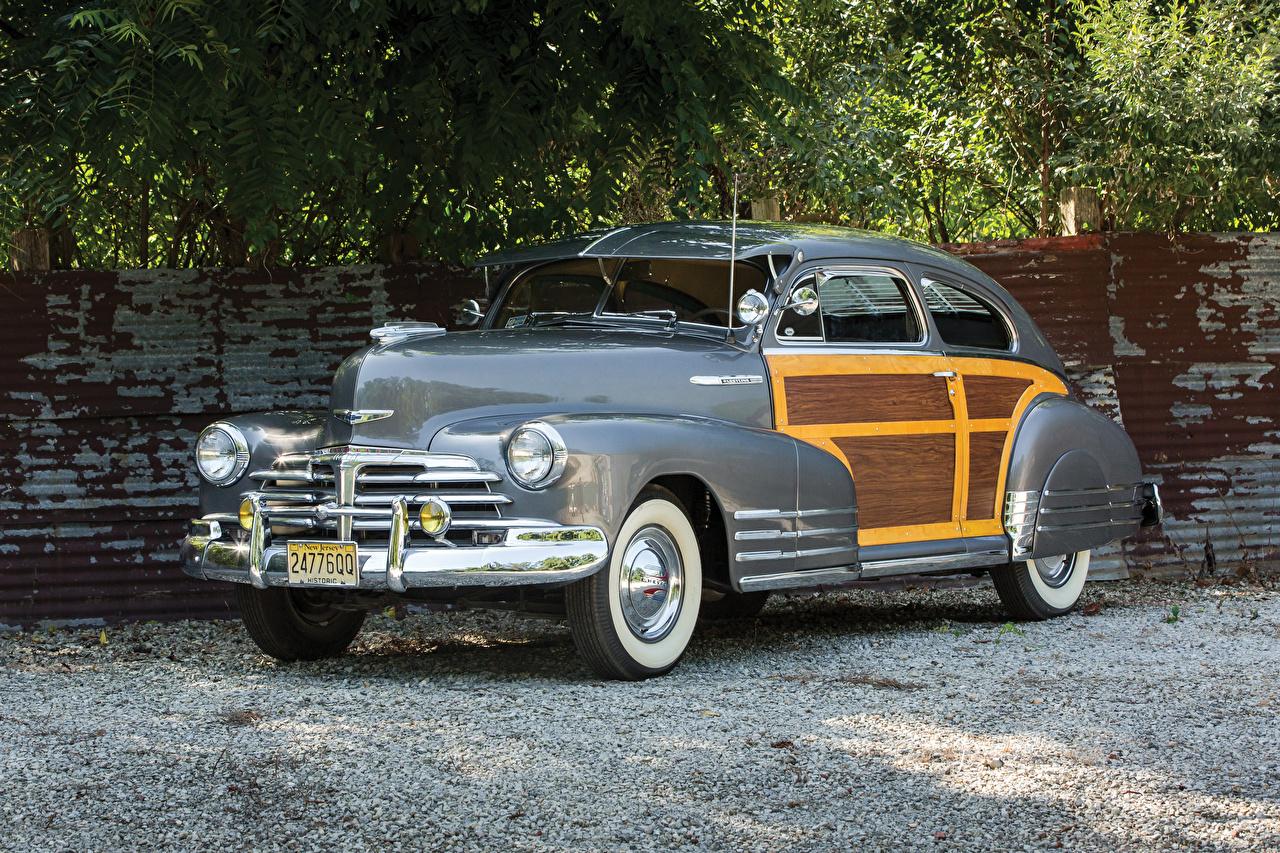 Обои для рабочего стола Chevrolet 1948 Fleetline 2-door Country Club Aero Sedan Серый старинные машины Металлик Шевроле серая Ретро серые винтаж авто машина Автомобили автомобиль