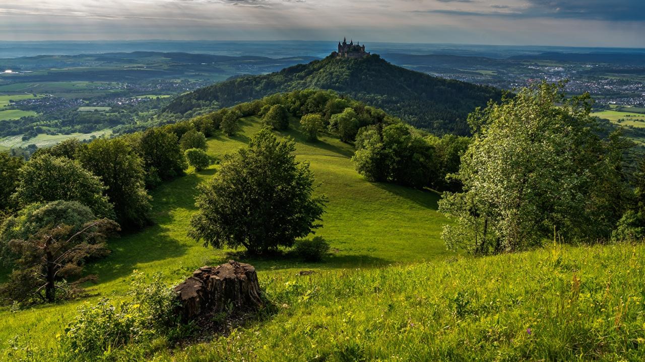 Обои для рабочего стола Германия Hohenzollern Castle, Bisingen Горы Замки Природа дерево гора замок дерева Деревья деревьев