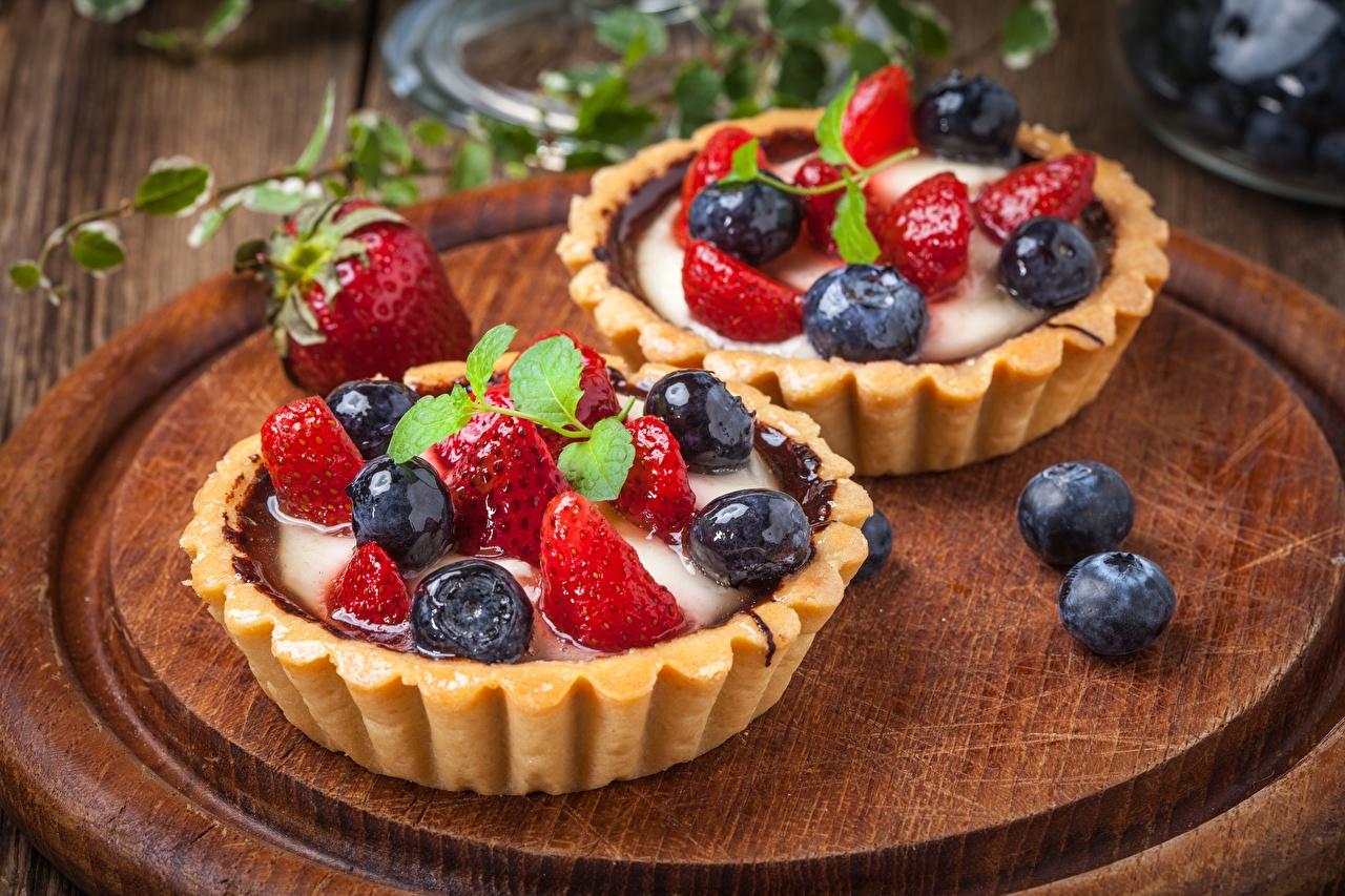 Обои для рабочего стола Десерт Черника Клубника Продукты питания Пирожное Еда Пища