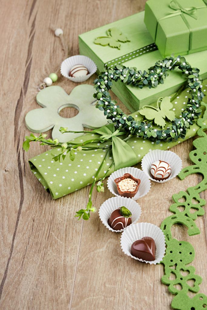 Обои для рабочего стола сердечко Конфеты Подарки Пища Праздники  для мобильного телефона серце сердца Сердце подарок подарков Еда Продукты питания