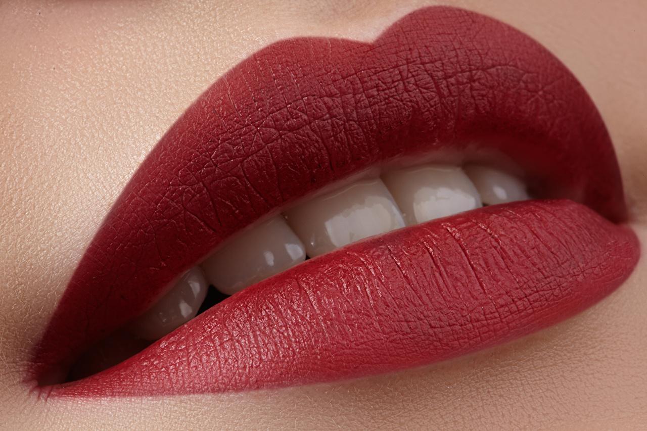Фото Зубы Красные губы Крупным планом вблизи красными губами