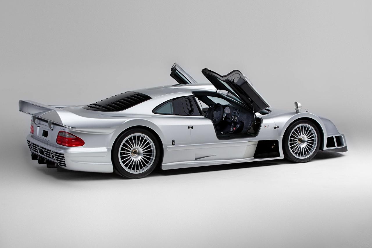 Фотография Mercedes-Benz CLK GTR AMG Coupe, 1997 Серебристый авто двери Сбоку Металлик Серый фон Мерседес бенц серебряный серебряная серебристая Дверь машины машина Автомобили автомобиль сером фоне