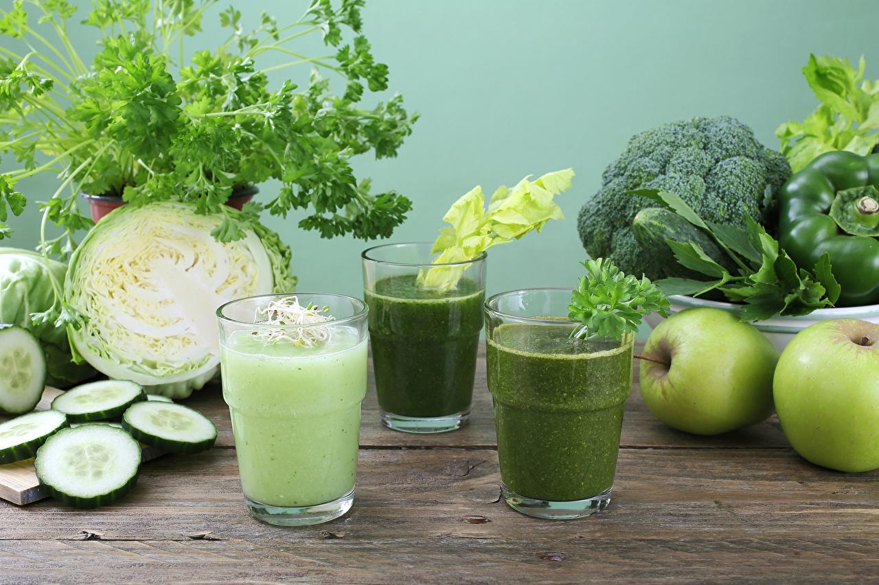 Фотографии Смузи Огурцы Капуста Яблоки стакана Еда Овощи Стакан стакане Пища Продукты питания