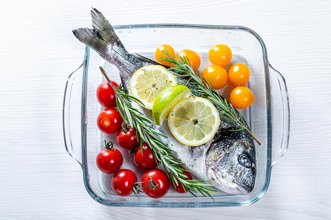 Фотографии Помидоры Рыба Лимоны Продукты питания Томаты Еда Пища