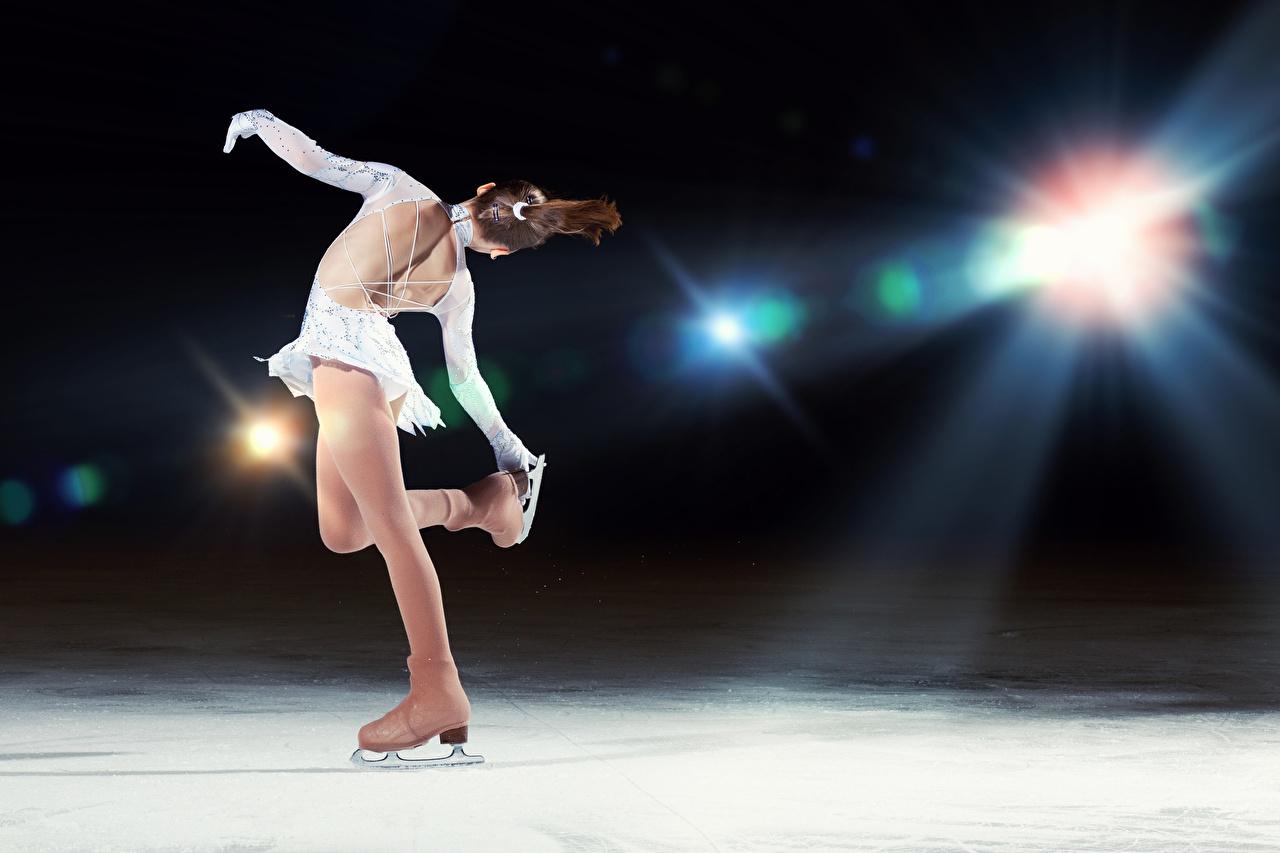 Обои для рабочего стола Коньки Шатенка танцуют льда Спина Спорт Девушки коньках шатенки Танцы танцует Лед спины девушка спортивные спортивный спортивная молодые женщины молодая женщина