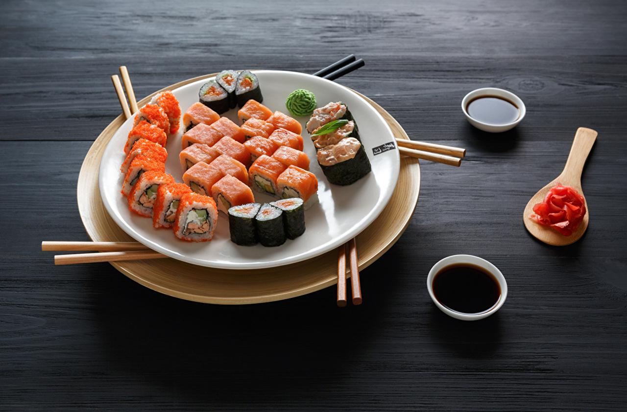 Фотография Пища суси Тарелка Соевый соус Морепродукты Еда Продукты питания Суши тарелке
