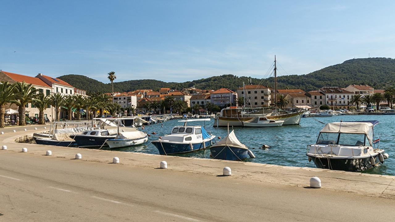 Картинки Хорватия Vera Luka Korčula залива Катера Причалы город Здания Залив Пирсы заливы Пристань Дома Города