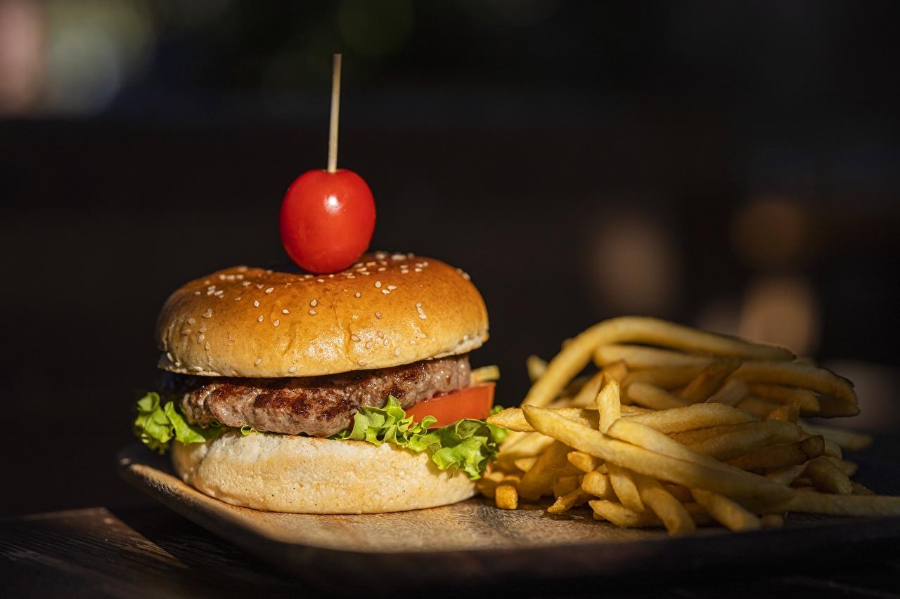 Обои для рабочего стола Котлеты Гамбургер Картофель фри Булочки Еда котлета Пища Продукты питания