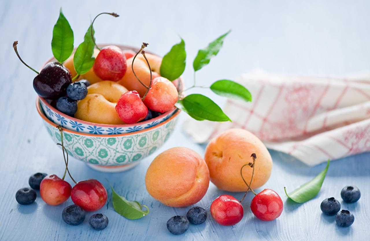Обои для рабочего стола Персики Черешня Черника Пища Фрукты Вишня Еда Продукты питания