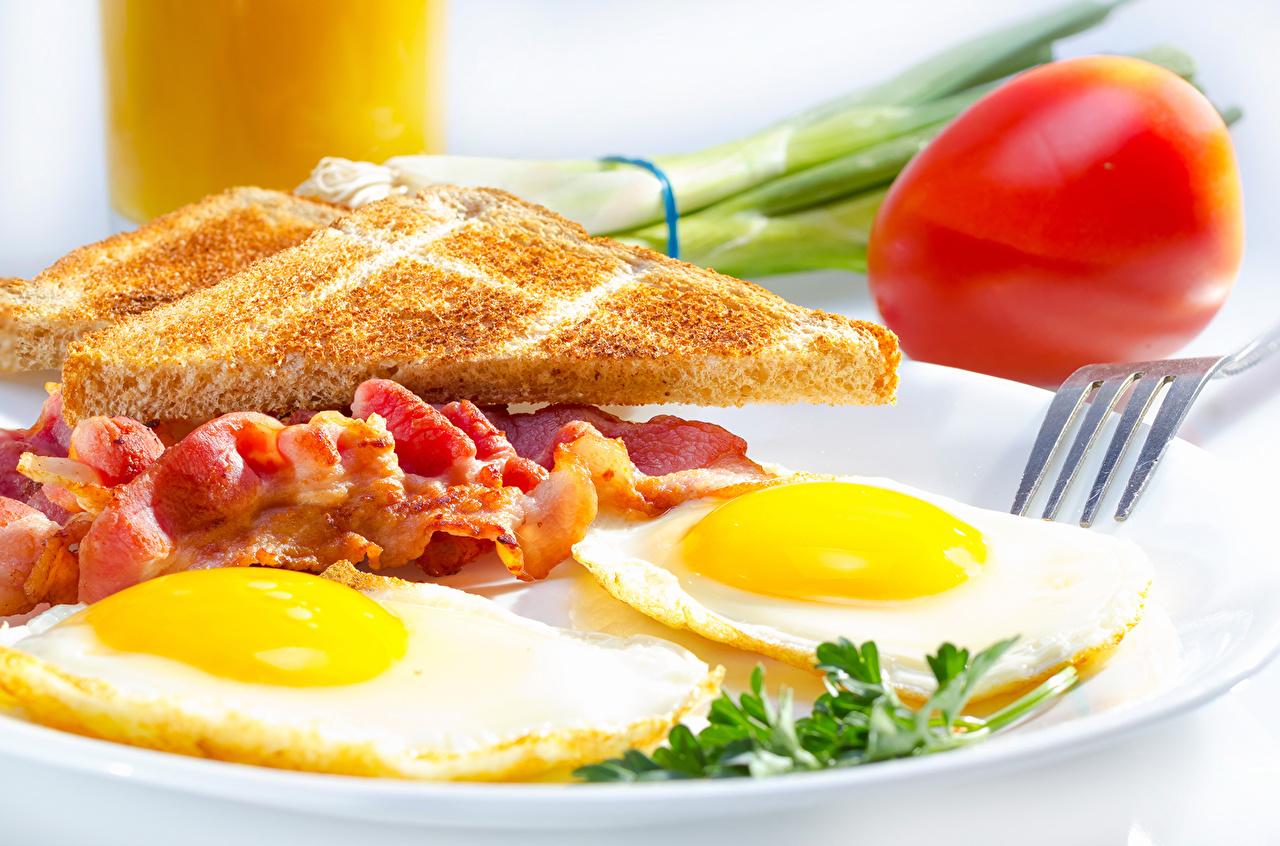 Фотографии яйцами яичницы Хлеб Пища Мясные продукты яиц яйцо Яйца Яичница глазунья Еда Продукты питания