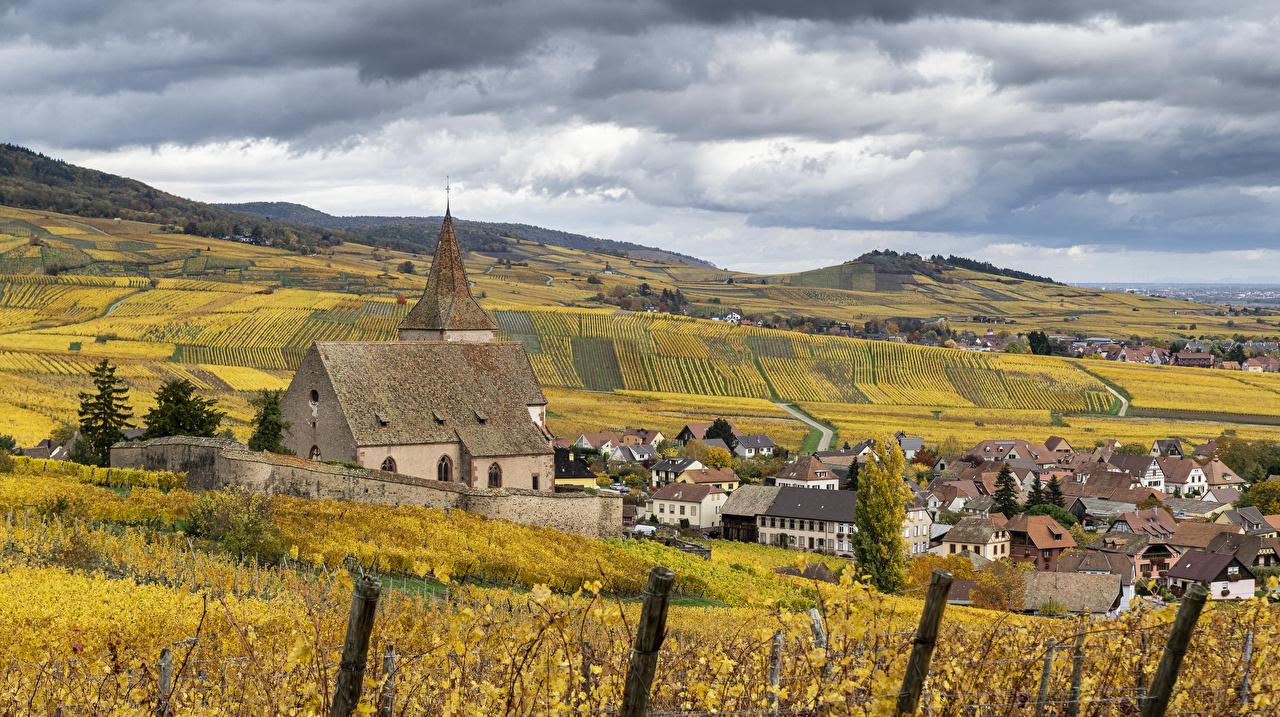 Картинка Церковь Франция Hunawihr Осень Природа Поля Здания Города осенние Дома город
