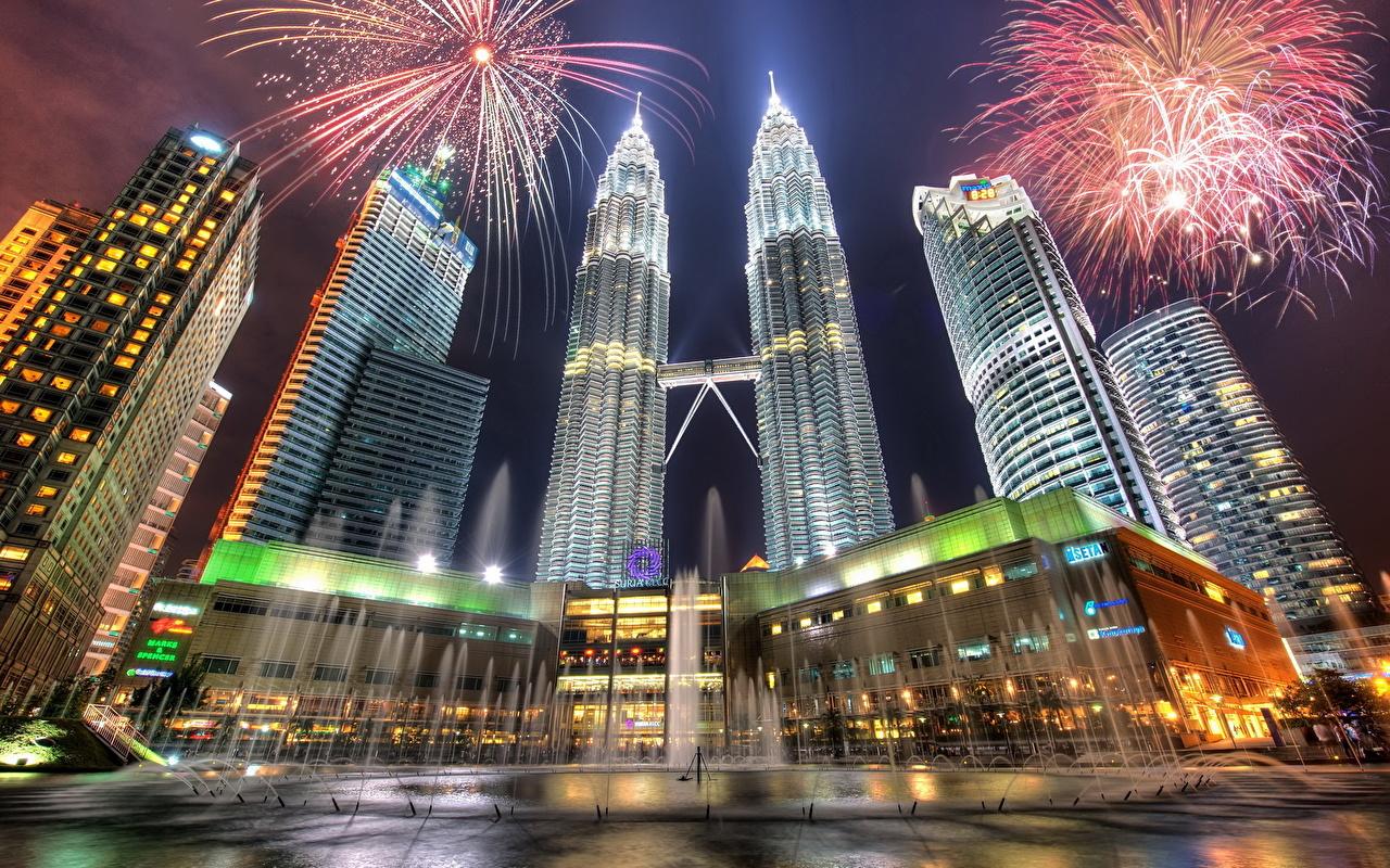 Фотография Куала-Лумпур Малайзия фейерверк Фонтаны HDR Ночь Небоскребы Города Салют HDRI ночью в ночи Ночные город