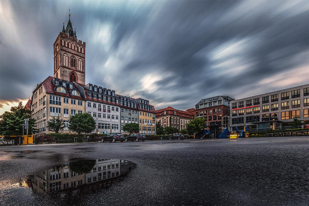 Обои для рабочего стола Франкфурт-на-Майне Германия городской площади лужи отражении Дома город Городская площадь Лужа Отражение отражается Города Здания