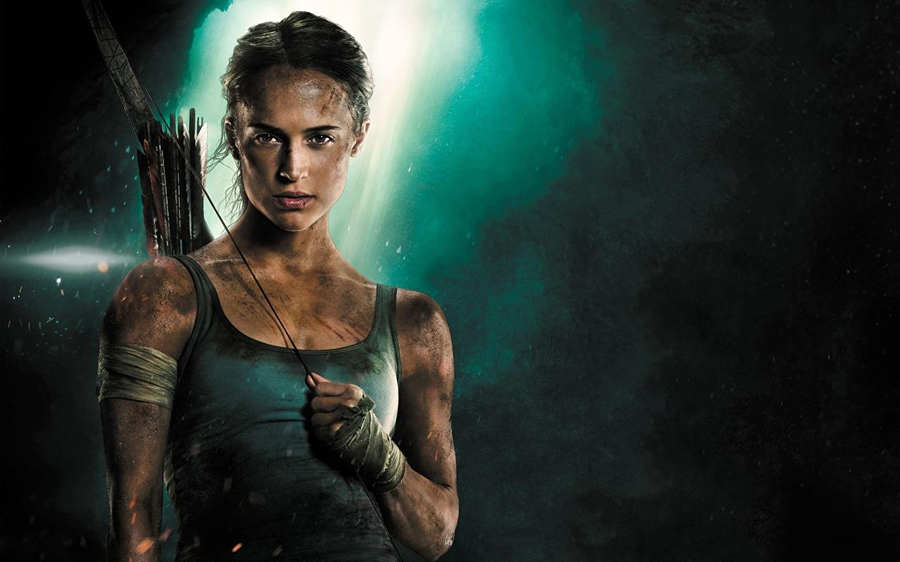 Фотографии Tomb Raider: Лара Крофт 2018 Алисия Викандер Девушки Майка Фильмы Знаменитости девушка молодая женщина молодые женщины кино майки майке