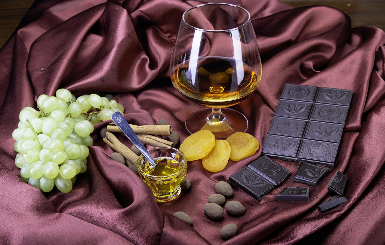 Обои для рабочего стола Шоколад Виски Корица Виноград Пища Рюмка Бокалы Еда бокал рюмки Продукты питания