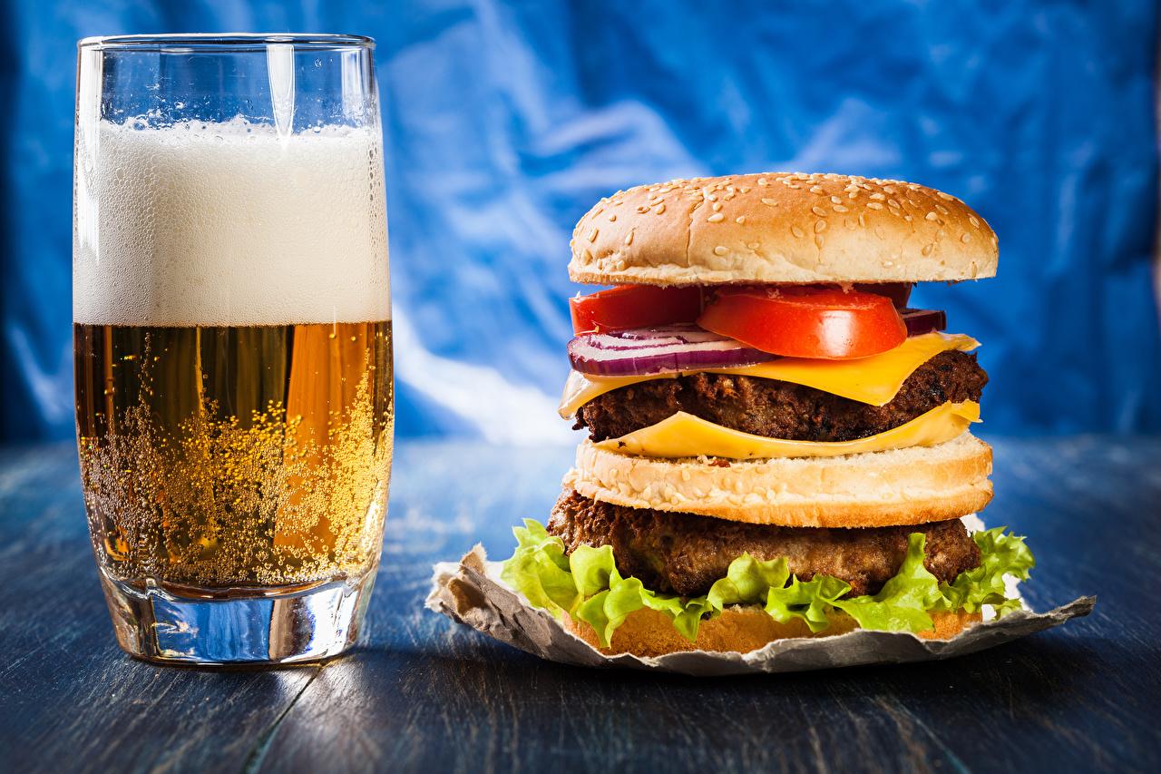 Картинка Пиво Гамбургер Стакан Пища пене стакана стакане Еда Пена пеной Продукты питания