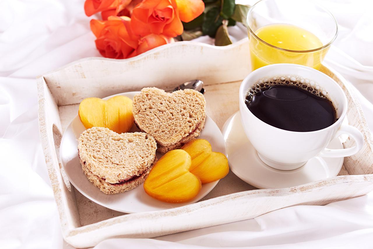 Фото Сердце Кофе Завтрак Хлеб Бутерброды Пища Чашка сердечко Еда Продукты питания
